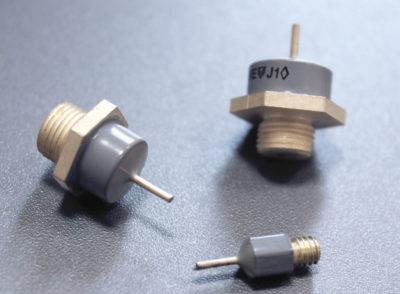 Внешний вид конденсаторов К10-85 производствва Гириконд