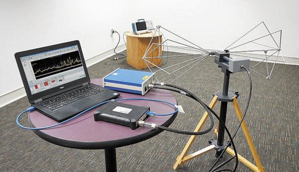 Типичная установка для испытаний на соответствие изделий по излучению ЭМП в большом помещении на базе недорогих приборов и оборудования компании Tektronix. Расстояние между антенной и тестируемым оборудованием составляет 3 м