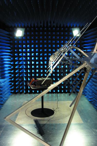 Оборудованная по самому современному слову техники лаборатория для исследования воздействий внешнего электромагнитного излучения