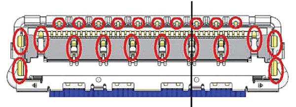 Нижние контакты, заземляющие экран корпуса розетки